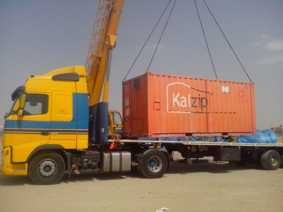 KALZIP MACHINE UNLOADING FROM TRAILER